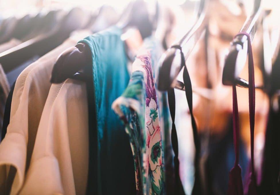 textile-fashion-coat-hanger-clothes-wardrobe-clothes-hanger-dresses-boutique-ootd-clothes-rail_t20_VKQALk