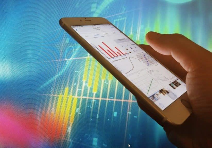 hand-holding-smart-phone-checking-chart-analysis-data_t20_AlV4rm