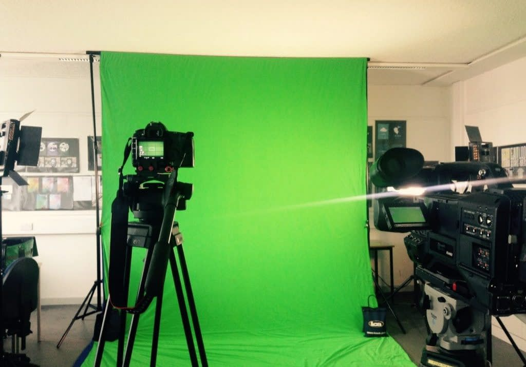 two-movie-cameras-are-set-up-to-shoot-a-film-on-green-screen_t20_j123ed